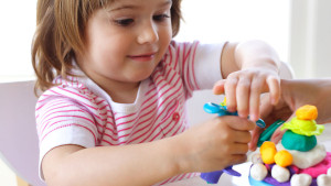 preschooler_playing_with_playdough