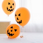 baloes-de-abobora-de-halloween-com-moldura_23-2147695024