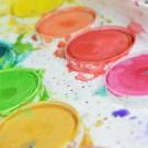 Brincando com cores e descobrindo o mundo: a importância para o desenvolvimento da criança.